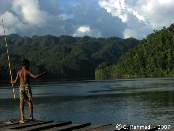 The childreen of teluk manyailibit (Foto: C. Rahmadi)