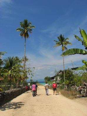 Jalanan di Desa Oempu merupakan jalan desa yang sangat rapi dan indah