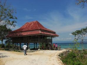 Pondok milik desa yang digunakan untuk menginap