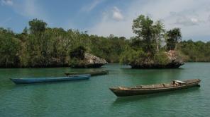 Danau Napabale, danau karst yang mempunyai fenomena pasang surut.